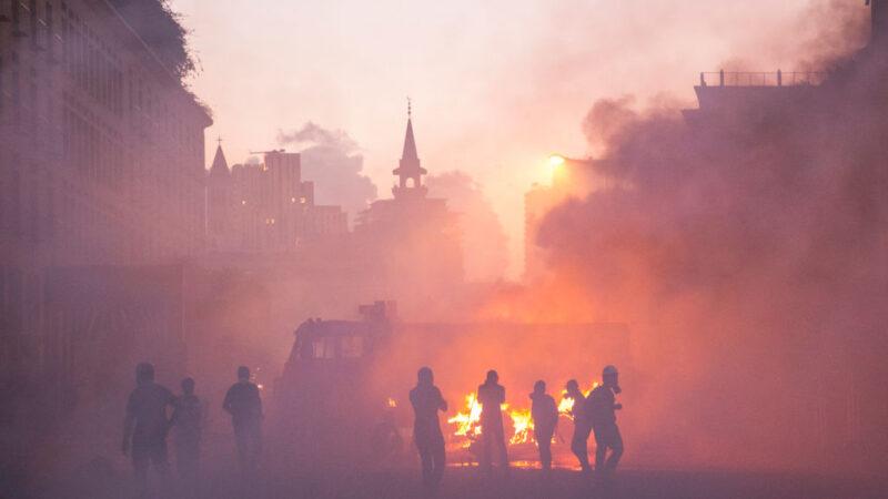 """贝鲁特大爆炸 群众闯黎巴嫩外交部当""""革命基地"""""""