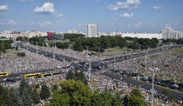 白俄罗斯争议大选爆示威潮 独裁者向俄国寻援助
