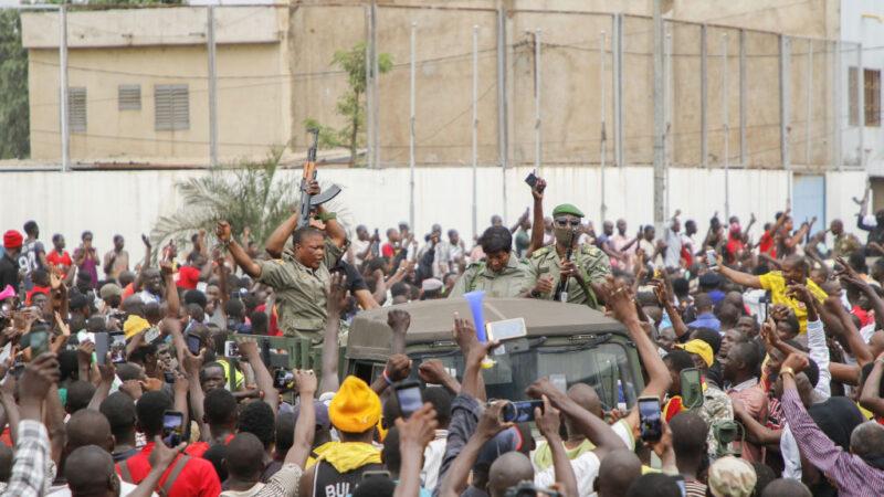 反叛军发动政变 马里总统及总理遭拘捕