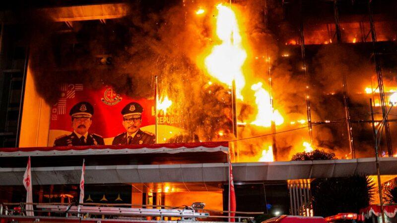 疑毁灭贪污证据 印尼最高检察署整栋大楼陷火海