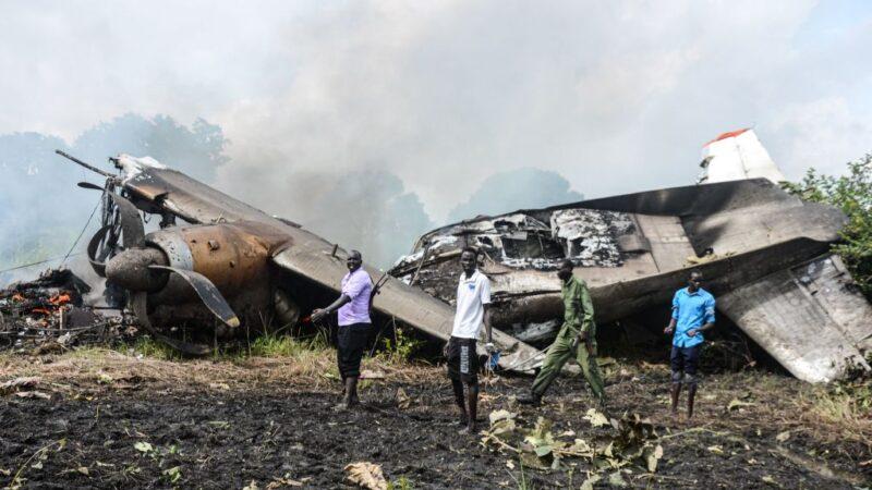 南苏丹运送现金货机坠毁 7人罹难1乘客幸存