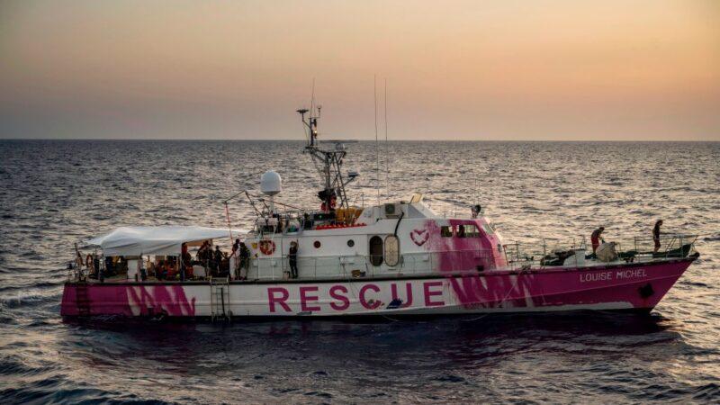 移民救援船超載擱淺 連發推文求救 意大利馳援
