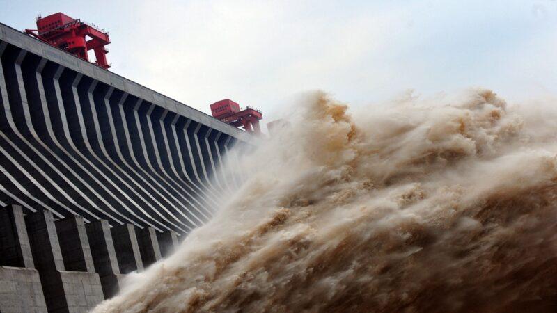两江洪水凶猛!重庆市水位全超保 三峡9孔泄洪(视频)