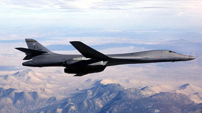 《石涛聚焦》美B-1B隐形战略轰炸机 实弹穿越中共国东海识别区
