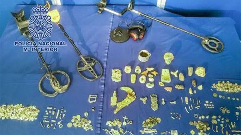西班牙男家藏罗马古文物 甚至有3200年前珠宝