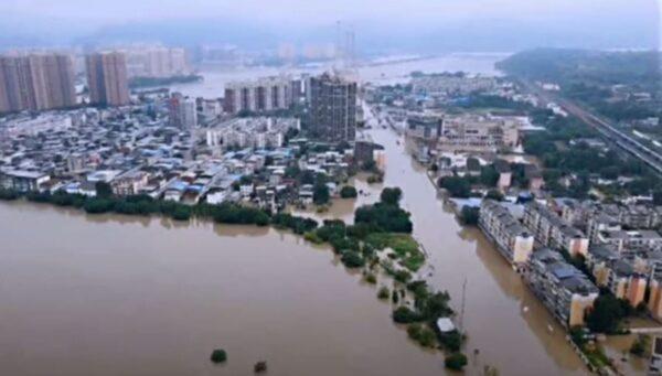 四川洪灾泛滥 长江5号洪水流量将创纪录(视频)