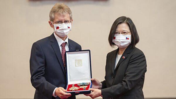 蔡英文接見維特齊 追贈已故捷克前議長勛章