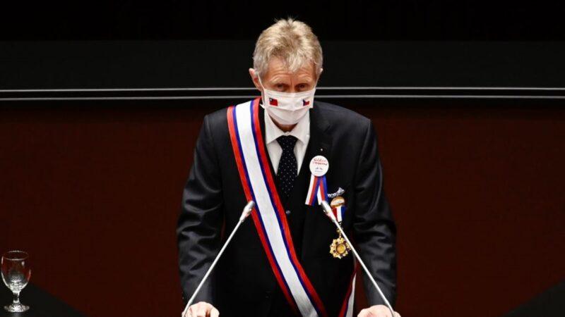 """捷克议长以中文说""""我是台湾人"""" 全场起立鼓掌"""