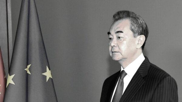 """蒙古国人抗议中共摧毁蒙古文化 高喊""""王毅滚蛋"""""""