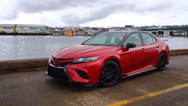 車評:視覺與聽覺衝擊 2020 Toyota Camry TRD