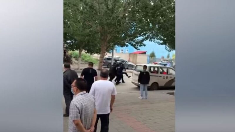 美媒记者采访内蒙抗议 遭锁喉关押并强行驱逐