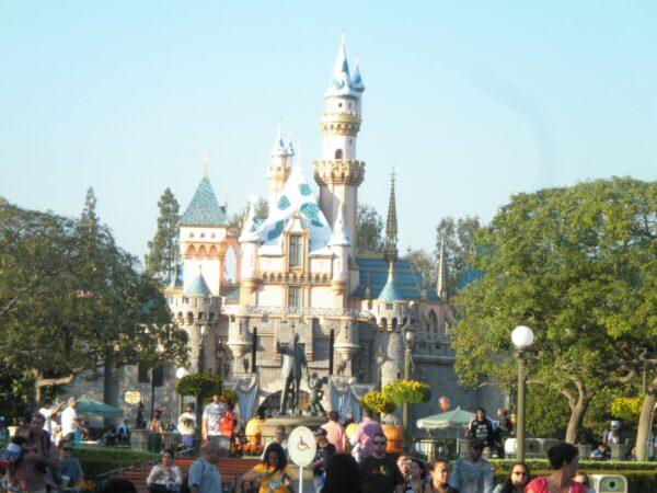 疫情重創 迪士尼將裁員2.8萬人 2/3是兼職人員