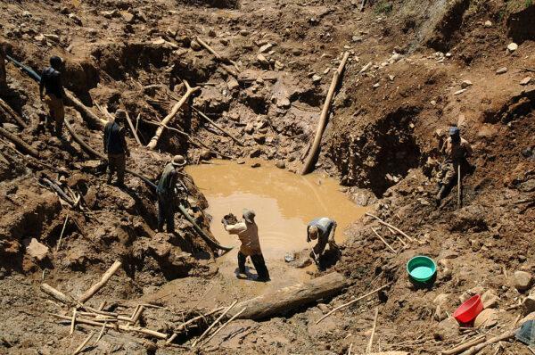 剛果礦坑崩塌 至少50人遭活埋