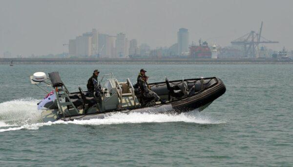 密謀購軍用充氣船至中國 美華裔海軍上尉之妻認罪