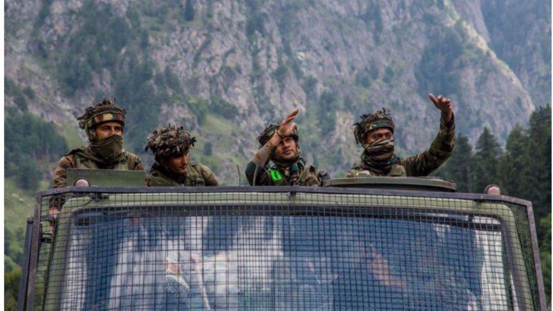 中印边界仍全副武装对峙 仅距500米