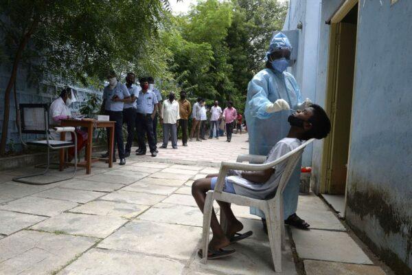 印度染疫破400萬大關 為救經濟將鬆綁管制