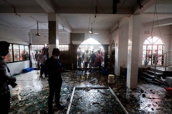 开冷气引发瓦斯气爆 孟加拉清真寺酿12死数十伤