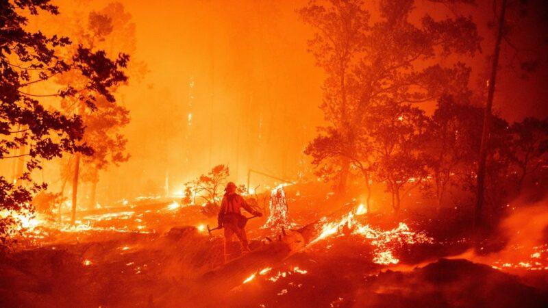 加州野火逢高温多风天气 焚烧2百万亩地创纪录