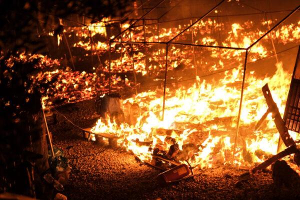 希腊最大难民营一天两起大火 数千人流离失所
