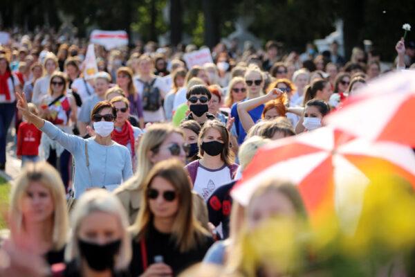 白俄上萬婦女上街抗議 要求盧卡申科下台 46人被捕