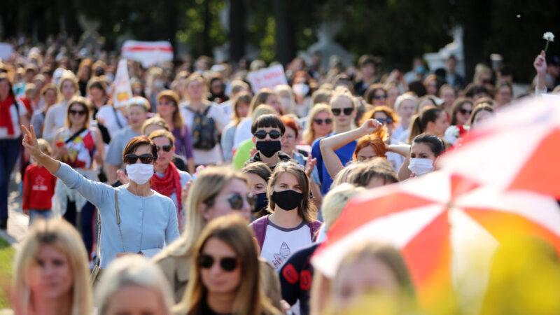 白俄上万妇女上街抗议 要求卢卡申科下台 46人被捕