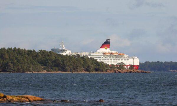 芬蘭渡輪擱淺波羅的海 逾200多人驚險撤離