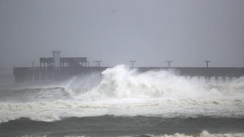 """飓风莎莉""""牛步""""横扫墨湾 破坏力大逾55万户停电"""