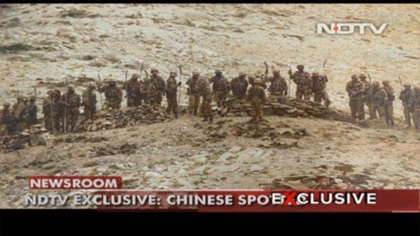共軍人手一桿「關大刀」 印媒照片疑曝開槍原因