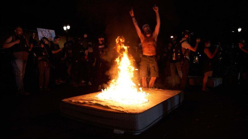 俄勒岡選民已厭倦暴力 川普支持率超民主黨州長