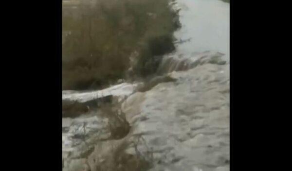 松花江2号洪水形成  黑龙江大坝决口淹7万亩水稻