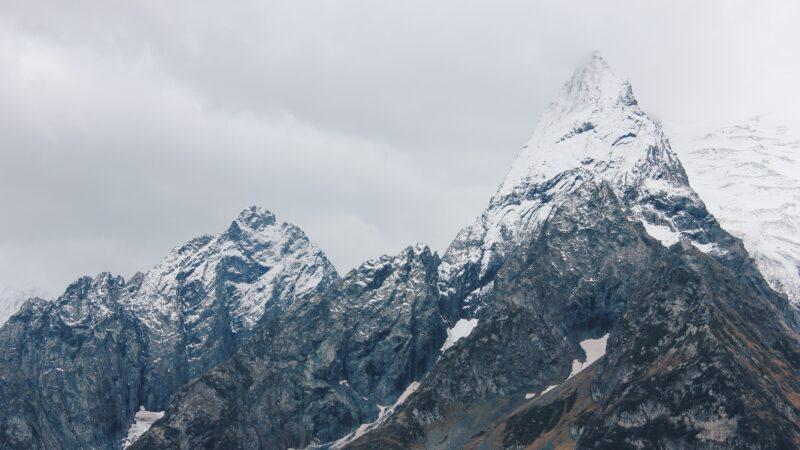 「徒手」攻頂第一人 俄無腿男勇攀歐洲第一高峰