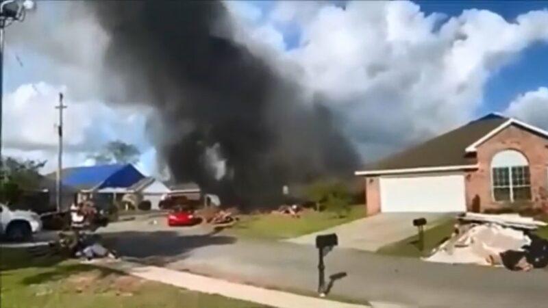 美海军训练机坠民宅引大火 机上2人罹难