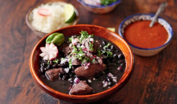 猪肉炖黑豆 重新加热更美味(组图)