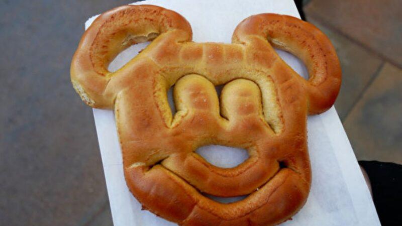 """迪士尼食谱:在家做""""米奇椒盐蝴蝶饼"""""""