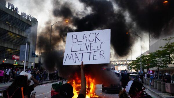 【名家专栏】为啥非裔美国人要警惕激进左派?