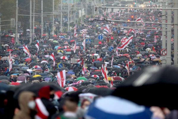 白俄警方暴打示威者 群眾頭破血流數百人被捕