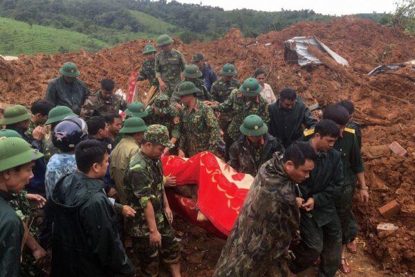 越南爆发土石流 第4军区被埋酿5士兵亡17失踪