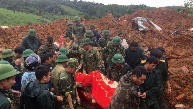 越南爆發土石流 第4軍區被埋釀5士兵亡17失蹤