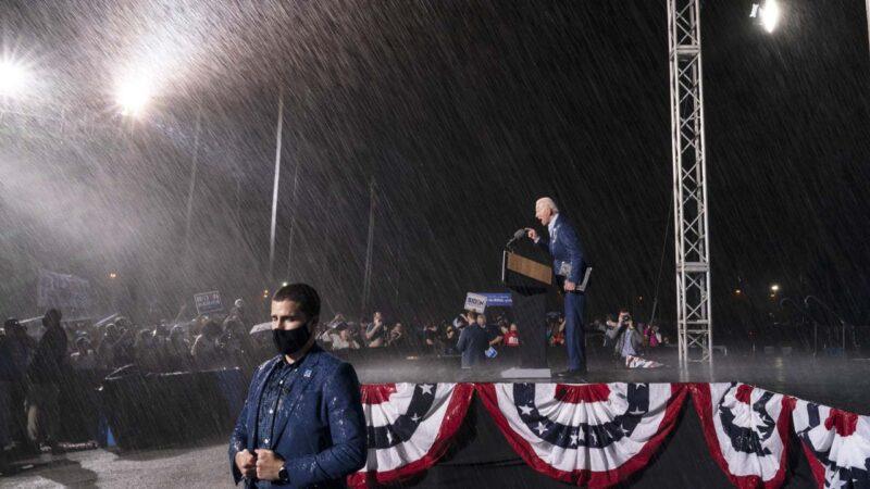 同日同城造勢 川普演講風和日麗 拜登風雨交加