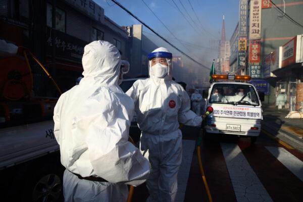 禁会客管制出入口 韩国釜山医院仍爆群聚感染