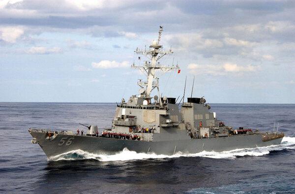 美日军舰携手南海联合演习 里根号航母突加入
