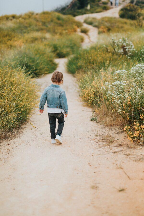为了给奶奶一个拥抱 10岁童徒步93天2800公里圆梦