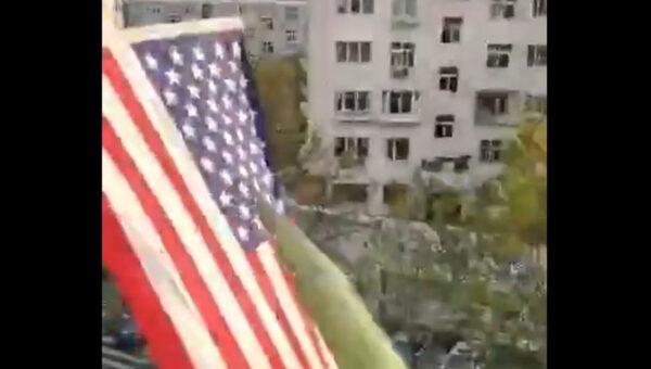 青島大爺掛美英國旗喊話公安:民主萬歲 獨裁必亡