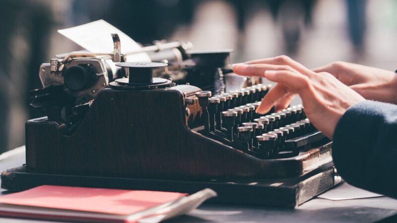 """老式机器太过时? 他用打字机""""打""""出惊人画作"""
