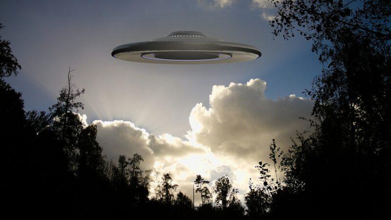 川普再谈UFO:我要好好研究一下