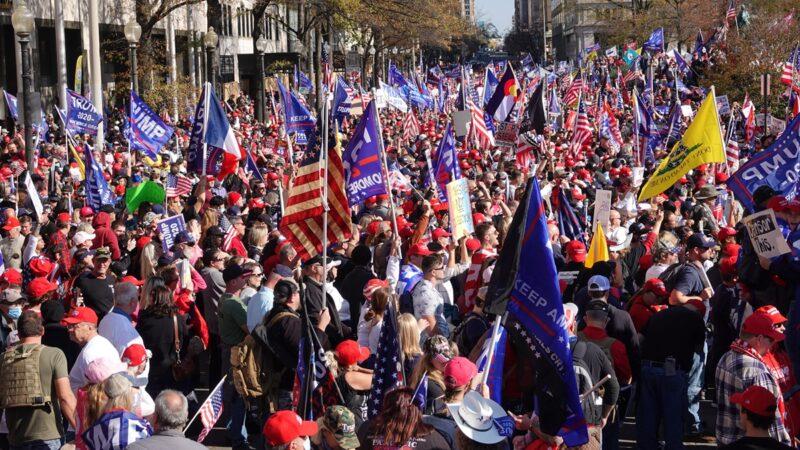 組圖:川普現身百萬人挺川大遊行 民眾籲停止竊選