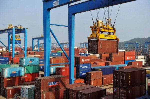 人民币升值太快 多数外贸出口企业全年白干