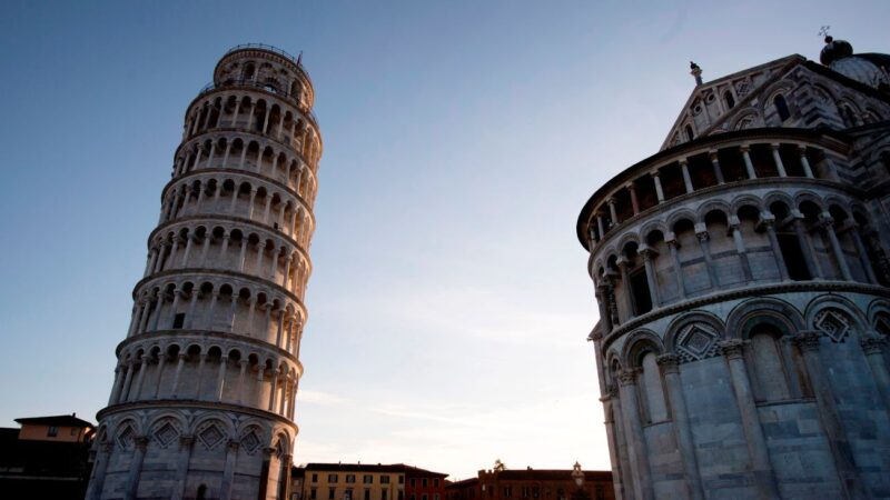 中国5大斜塔 倾斜超越比萨 耗铁8万斤