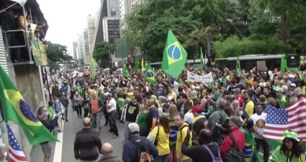 拒当中共疫苗白老鼠 巴西民众示威反对强制接种