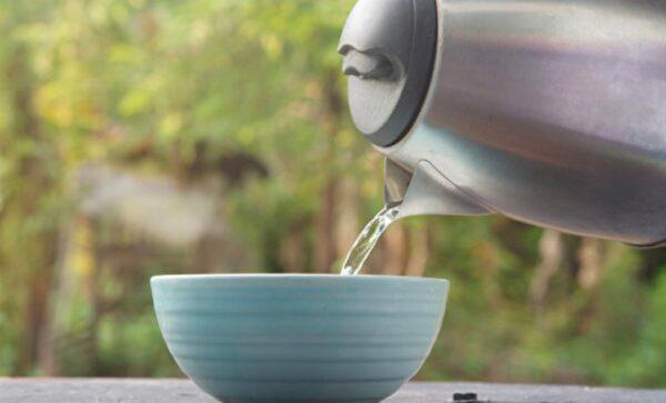 喝溫開水不僅改善便祕 有8大好處